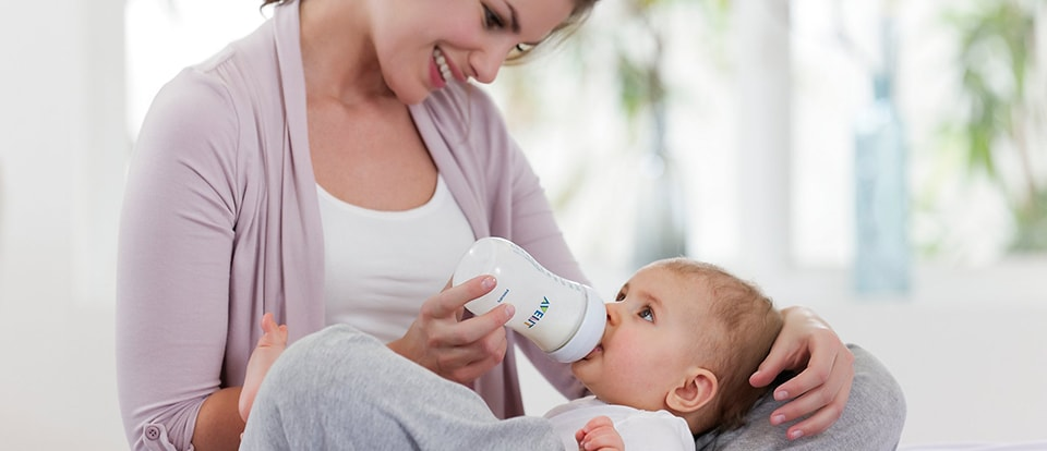 Philips AVENT - Preparing a bottle feed for your baby