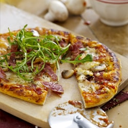 Pizza with salami, mozzarella and olives | Philips Chef Recipes