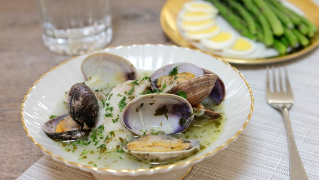 Spanish cod fillets with clams | Philips Chef Recipes