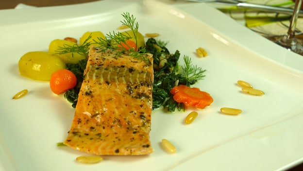 Steamed salmon with chard sauce | Philips Chef Recipes
