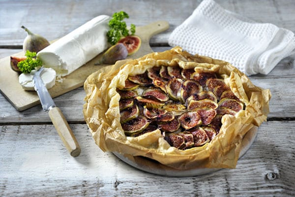 Fig tart with goats' cheese and honey